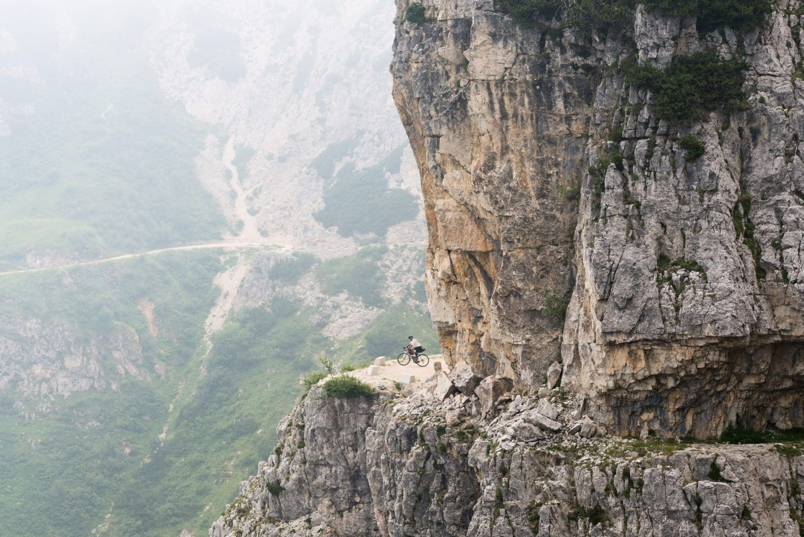 THE ROAD TO METEORA BY PEDALED